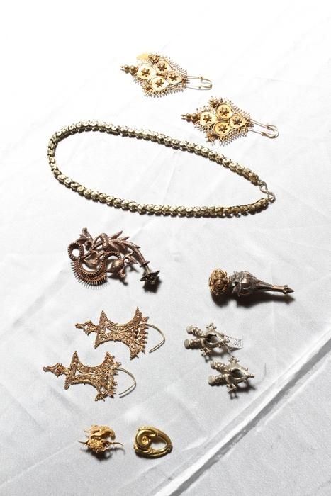 Terpikat Perhiasan Antik