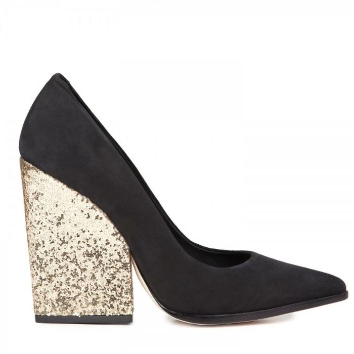 Lima Sepatu Berhak Jumbo Paling Inspiratif