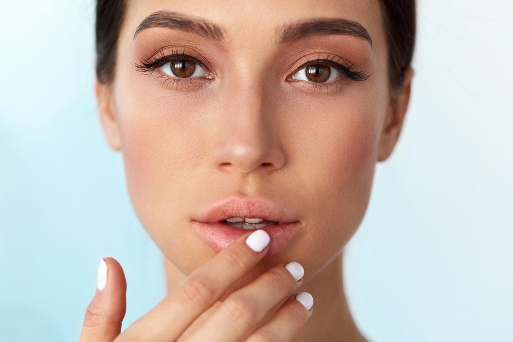 7 Cara Membuat Bibir Berwarna Merah Secara Alami