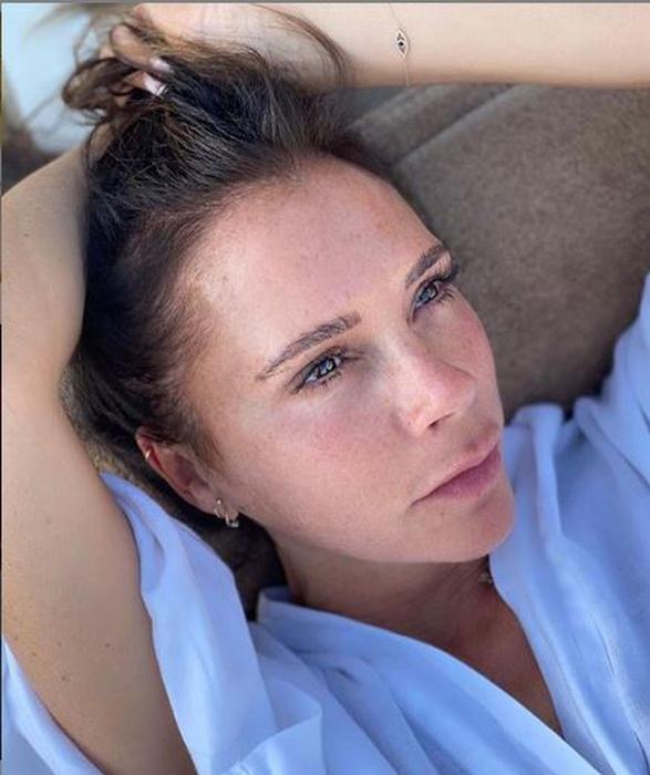 Victoria Beckham Tunjukkan Wajah Alaminya Tanpa Makeup