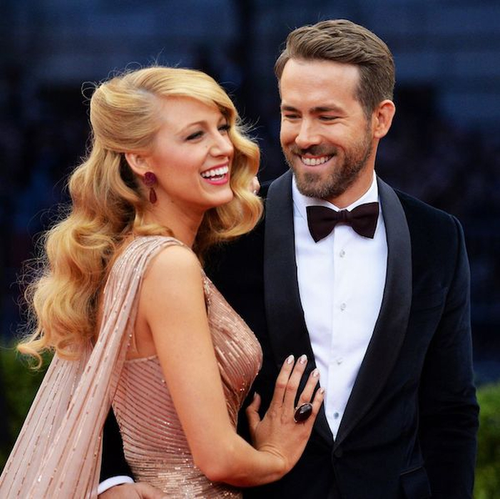 Blake Lively Bagikan Video Ryan Reynolds Membawanya ke RS