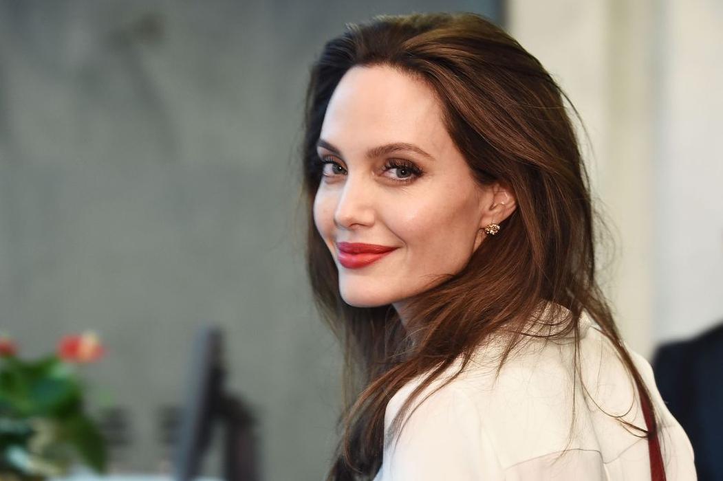 Angelina Jolie Kembali ke Layar Lebar Lewat Maleficent 2