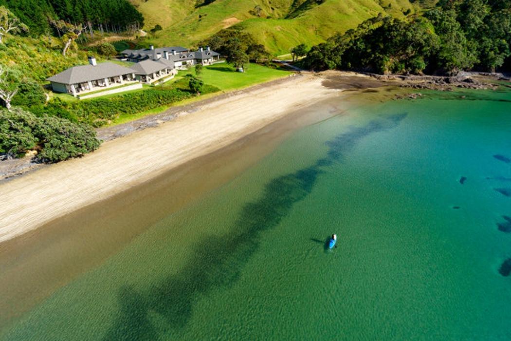 Enam Pantai Mewah untuk Bulan Madu di 2017