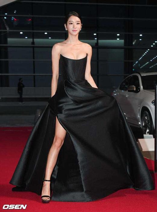 Ini Gaun Mewah Seo Ye Ji saat Menghadiri Acara Buil Film Awards 2020!