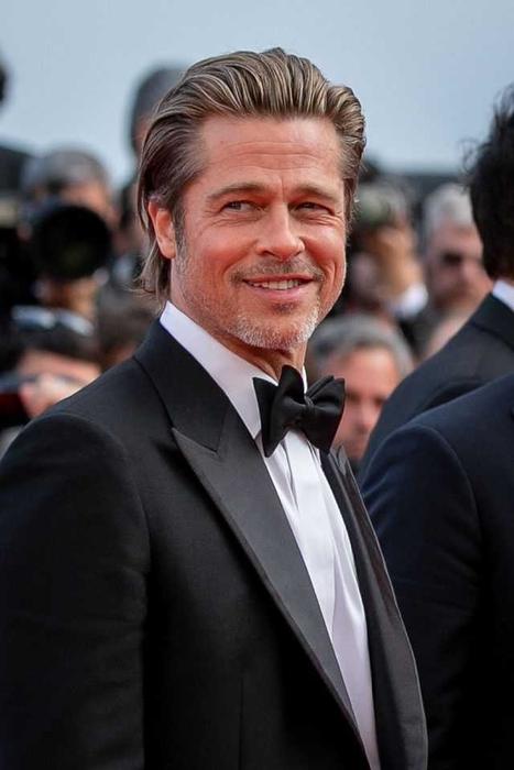 Inilah Foto Terbaru Brad Pitt! Tampak Seksi Menjadi Sukarelawan di LA