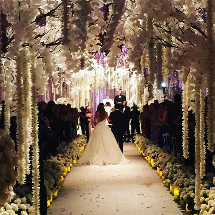 Dekorasi Penuh Bunga di Pernikahan Sofia Vergara dan Joe Manganielo