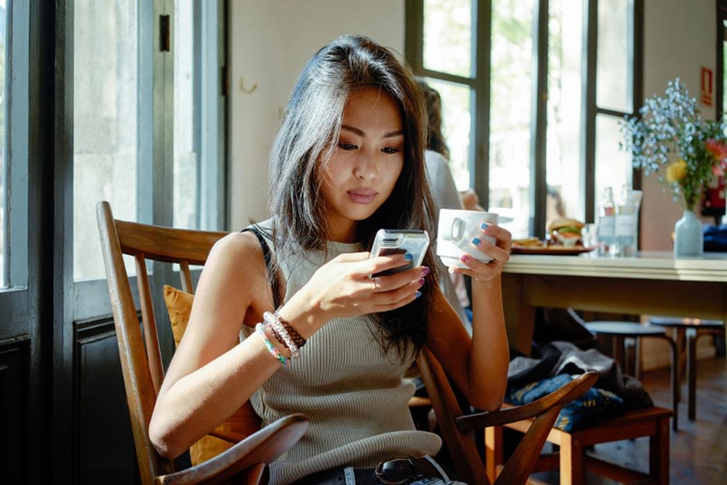 10 Hal Tersembunyi yang Bisa Menghabiskan Daya Baterai Smartphone