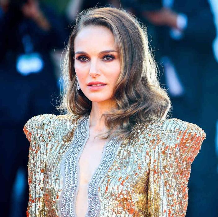 Natalie Portman Tampil dengan Rambut Baru Model Bob Pendek