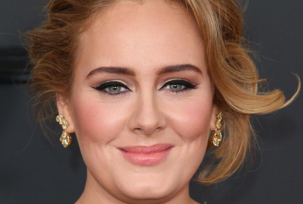 Trik Pintar di Balik Eyeliner Ikonis Milik Adele