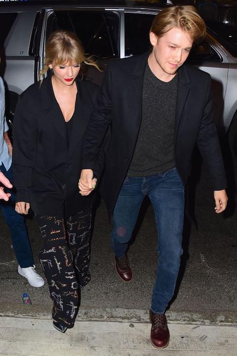 Taylor Swift dan Joe Alwyn Tampil Mesra di SNL After-Party