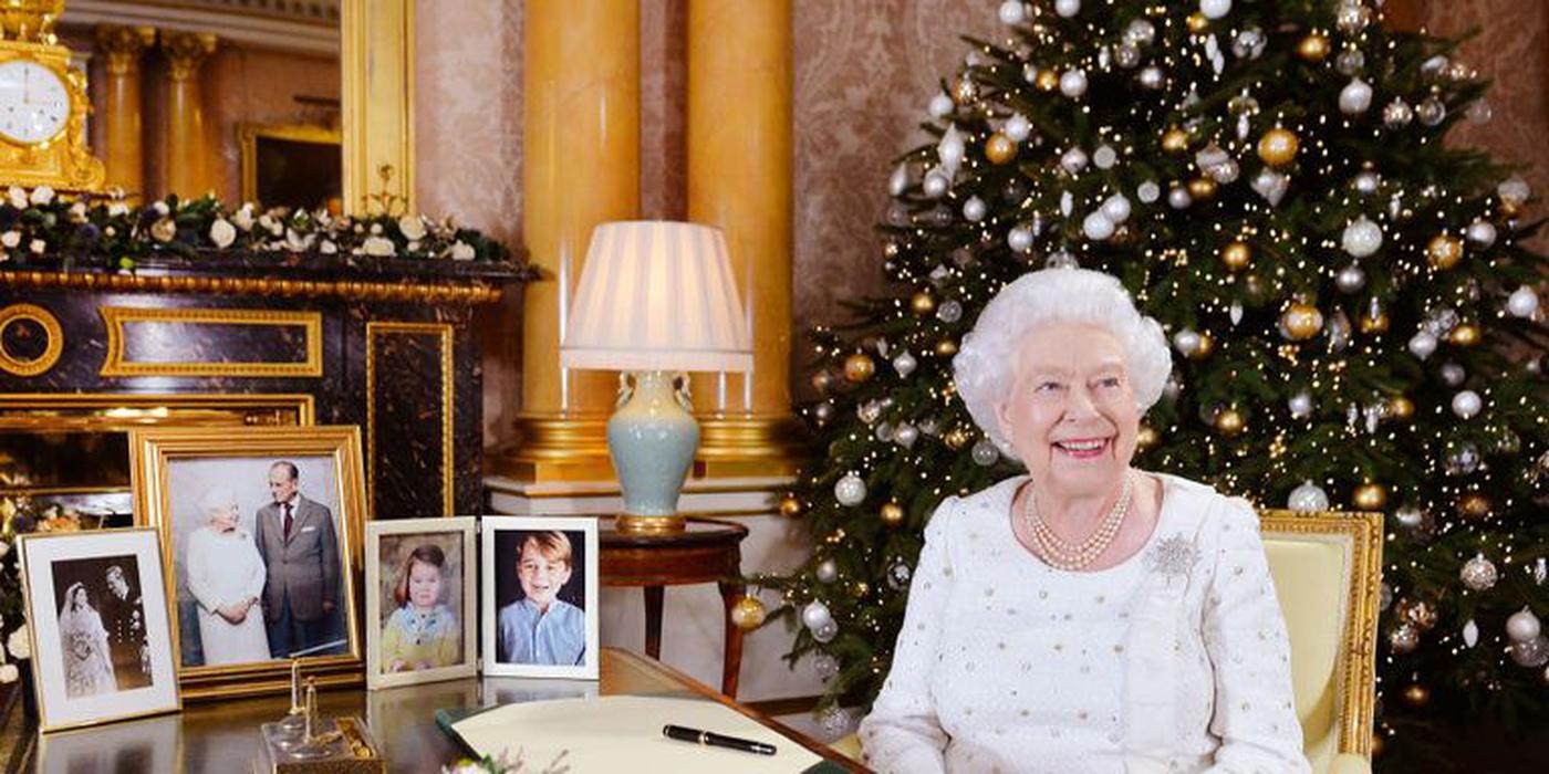 Ratu Elizabeth Ganti Baju Tujuh Kali di Hari Natal