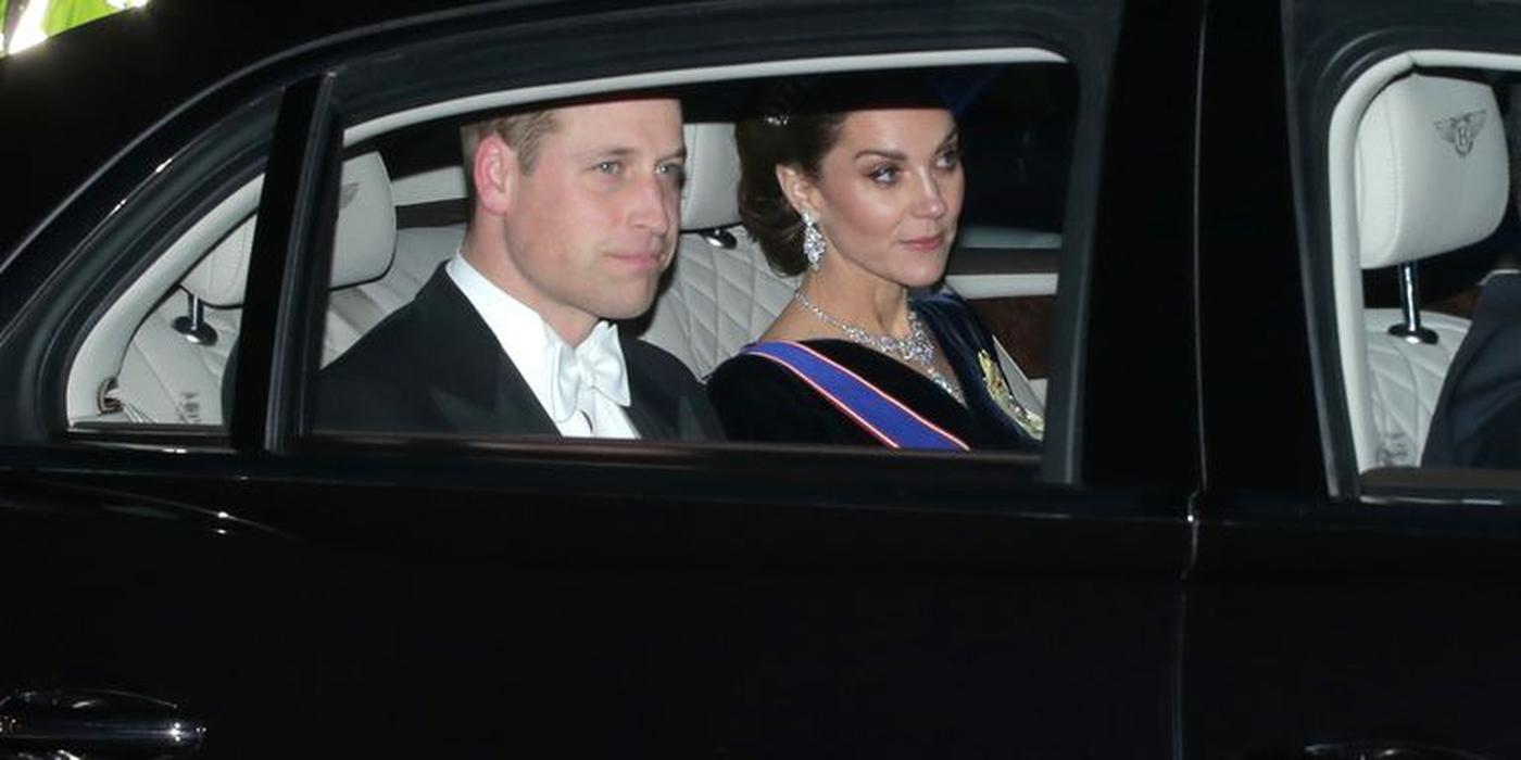 Kate Middleton Mengenakan Sejumlah Lencana Kerajaannya