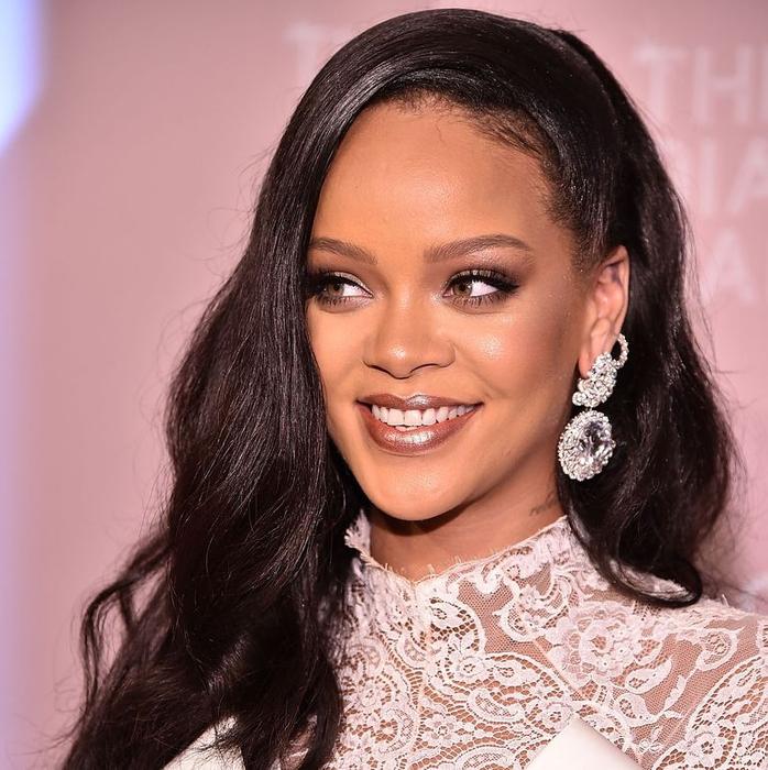 3 Produk Fenty Beauty yang Selalu Dibawa Rihanna
