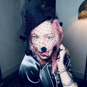 Madonna Bagikan Potret Langka Bersama Keluarganya Menyambut Momen Liburan