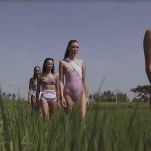 Koleksi Baju Renang Terbaru dari Brand Milik Kelly Tandiono Ini Dibarengi dengan Aksi Sosial