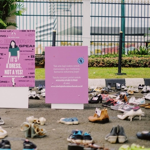 Stop Kekerasan Pada Perempuan, The Body Shop Gelar Kampanye Shoes Art Installation