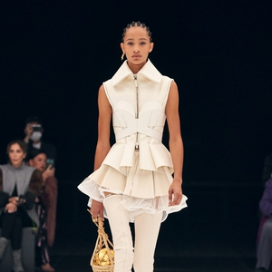 Kontras Gaya Edgy dari Givenchy untuk Koleksi Spring/Summer 2022