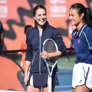 Foto Saat Kate Middleton Bermain Tenis dengan Emma Raducanu