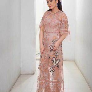 Rayakan Hari Jadi Pernikahan Ke-6, Nagita Slavina Unggah Foto Kenakan Gaun Panjang Rancangan Biyan
