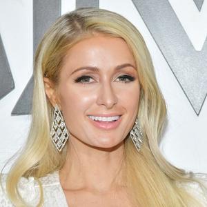Paris Hilton Hentikan Rumor Kehamilan yang Sedang Beredar