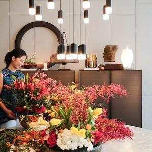 Simak Tips Menata Karangan Bunga Bernuansa Oriental Romantis dari MOIE dan Desainer Francine Denise Tjoitang