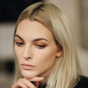 Melihat Tampilan Beauty Backstage Spring-Summer 2022 Chanel