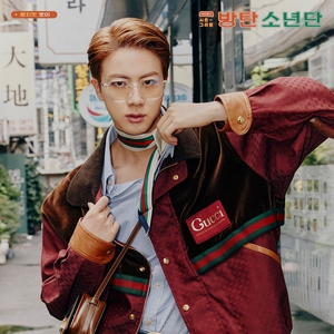 Lihat 7 Cara Jin BTS Padu Padan Busana Sebagai Inspirasi Gaya Pria