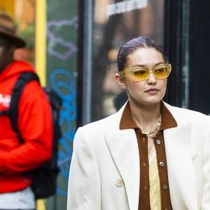 Gigi Hadid Berikan Pencerahan tentang Warna Musim Gugur