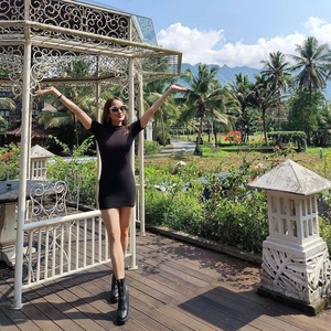 Cinta Laura Nikmati Akhir Pekan dengan Keindahan Alam Yogyakarta