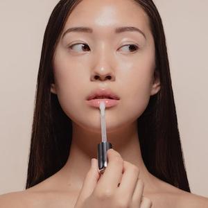 Berikut Kosmetik yang Harus Anda Punya untuk Membuat Makeup Natural!