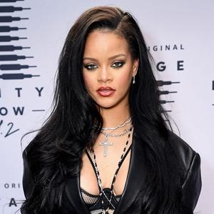 Penampilan Memukau Rihanna dalam Peragaan Savage x Fenty