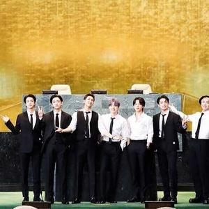BTS Tampil Smart Casual saat Wakili Korea Menyerahkan Hadiah Kerajinan Tangan kepada Met Museum