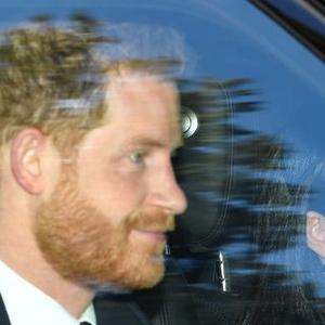 Ratu Elizabeth Ajak Pangeran Harry & Meghan Markle ke Gereja