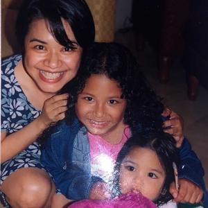 Ruth Sahanaya Bagikan Tips Membesarkan Kedua Anak Perempuannya