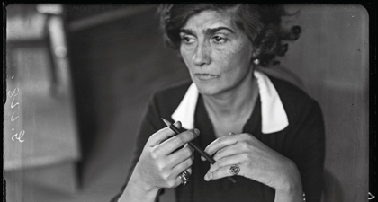 Melihat Pameran Gabrielle Chanel Manifeste de Mode di Paris
