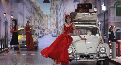 Nostalgia Panorama Fashion Era '50-an ala Fetty Rusli
