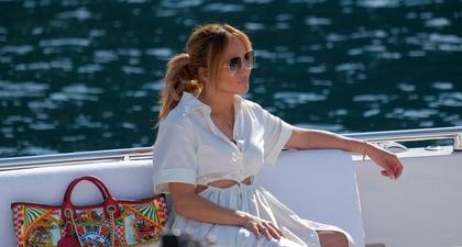 J.Lo Akhiri Liburan Ulang Tahunnya di Eropa dengan Gaun Linen Cutout dari Cult Gaia