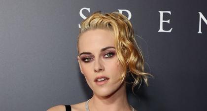 """Tampilan Kristen Stewart Sebagai Putri Goth di Red Carpet Film """"Spencer"""""""