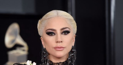 Dua Anjing Lady Gaga Dicuri, dan Pengajak Jalan-Jalan Anjingnya Ditembak