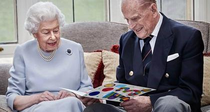 Tengok 20 Foto Ratu Elizabeth II dan Pangeran Philip yang Perlihatkan Momen Manis dan Penuh Kebahagiaan