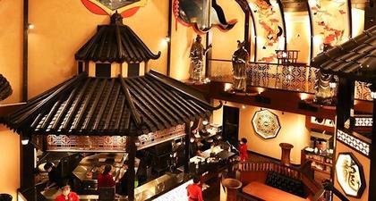 Mencicipi Kuliner Khas China Ditemani Interior Ekstravaganza
