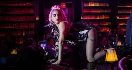 Lady Gaga Mengenakan Stocking Jaring-Jaring di Las Vegas