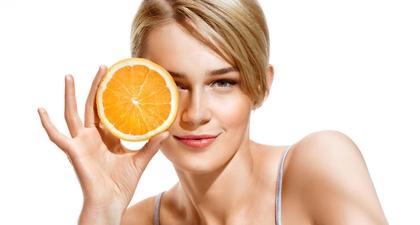 Mengaplikasikan Serum Vitamin C pada Wajah