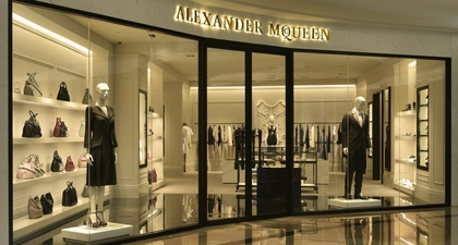 Butik Perdana Alexander McQueen di Indonesia