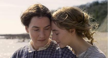 Kate Winslet & Saoirse Ronan Tampil Mesra di Film Ammonite