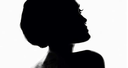 Angelina Jolie Menjadi Icon Parfum Guerlain