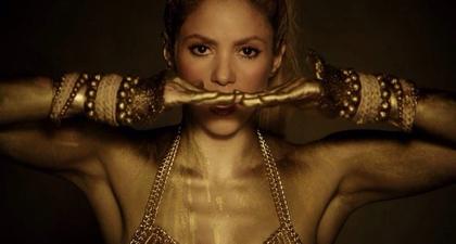 Rinaldy A. Yunardi Merancang Aksesori bagi Shakira