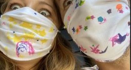 Ryan Reynolds & Blake Selfie Pakai Masker D.I.Y Anak Mereka