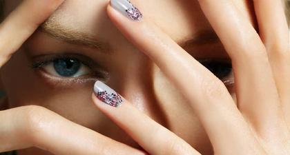 20 Ide Percantik Kuku dengan Nail Art Bertema Alam