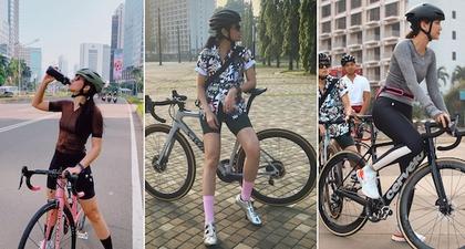 Tetap Stylish Saat Bersepeda dengan Inspirasi Busana Berikut